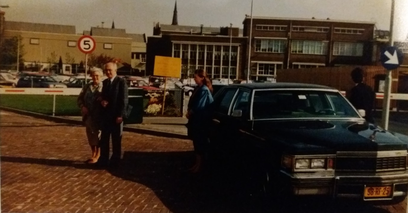 Met-deze-Cadillac-uit-1977-haalde-Koen-in-1987-de-jubilaris-Tini-Derksen-op-die-40-jaar-in-dienst-was-bij-Vlisco